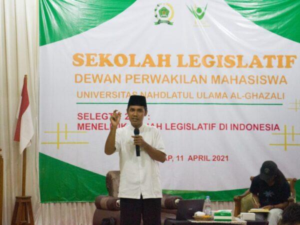 Dewan Perwakilan Mahasiswa, Adakan Sekolah Legislatif
